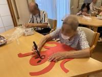 ニッケれんげの家・加古川 「壁面飾り作業頑張りました!」の画像